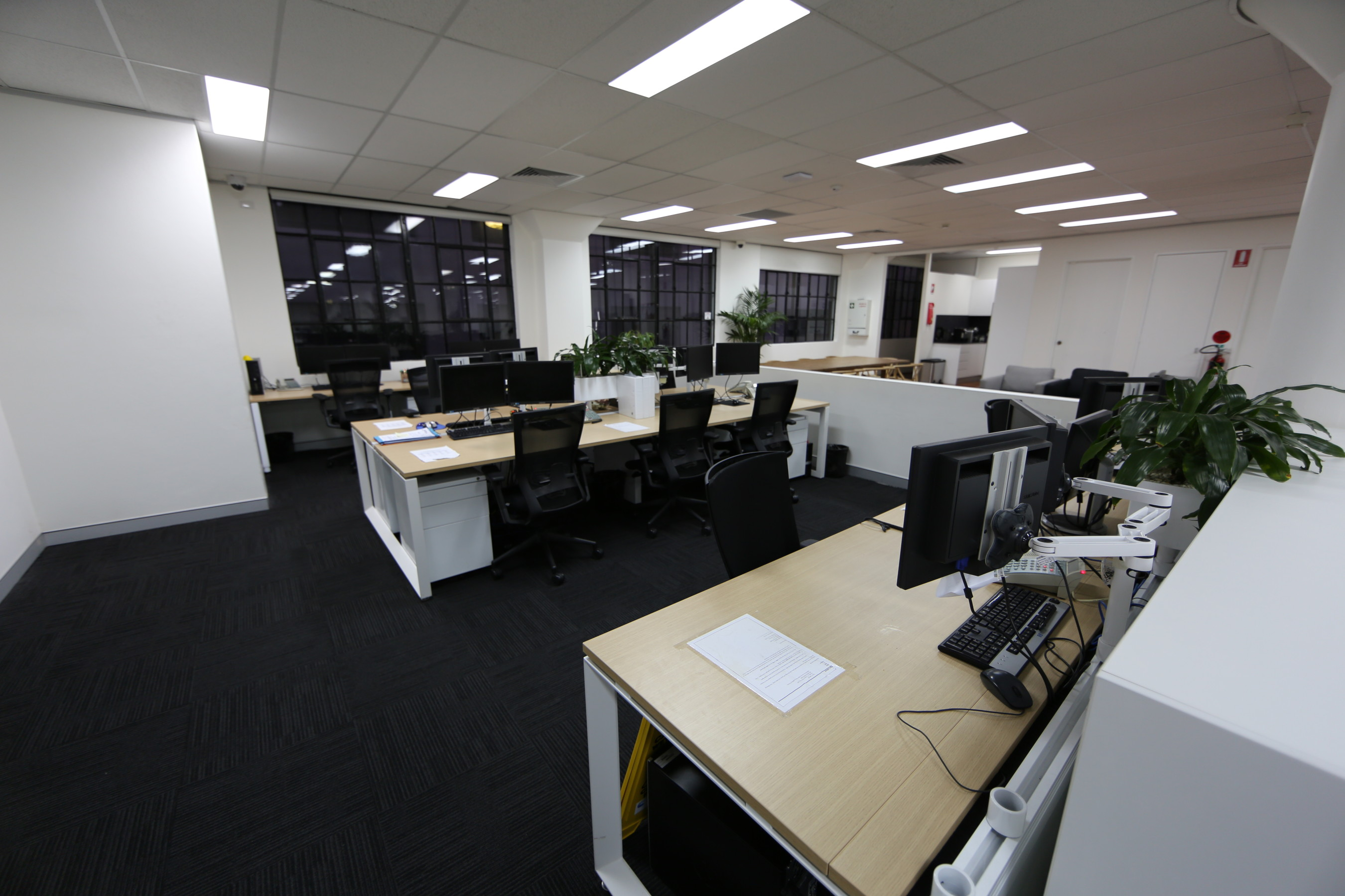 Ara building services corporate office for Interior design office room